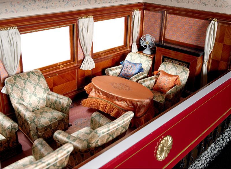 御召列車(昭和7年製作)の 内装を復元した模型